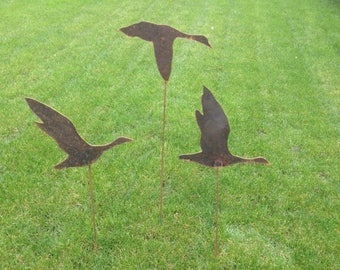 GEESE... in flight...Set of 3... Garden Ornament ...3mm Steel...Metal... Hand Crafted.. For the Garden...Gift