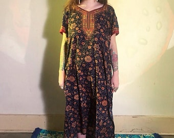 Vintage 1960s 1970s Psychedelic Floral Kaftan Maxi Dress with Side Slits