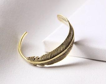 Charm Feather Bangle,Gold Charm Feather Bangle,Chram Feather Bracelet,Textured Feather Bracelet,Layering Feather Bracelet,Everyday Jewelry