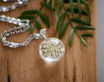 Real Pressed Flower Necklace / Queen Anne Lace / Flower Pendant Necklace / Preserved Flower / Glass Pendant / Gift Women / Mom / Girl Flower