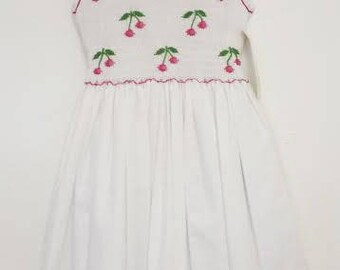 Marco & Lizzy White hand smocked dress size 4t