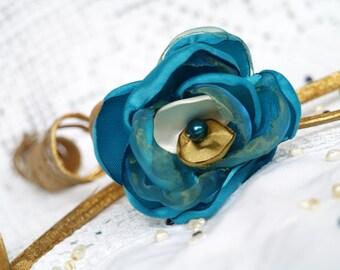Turquoise flower, Bridal hair clip, Silk flower brooch Blue hair piece Teal flower Brooch pin Blue for wedding day Bridesmaid accessories