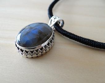 Beautiful pendant Pearly blue Labradorite, India