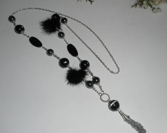 Necklace in stones of onyx and Hematite with mink Pompom