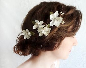 bridal flower hair pins, white hair accessories,  bridal hairpiece, wedding hair clip, ivory hair pins, bridal hair piece, floral hair pins