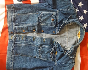 Awesome vintage 1970s Rustler denim jean jacket. Perfectly worn in.