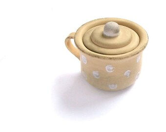 Dollhouse Miniatures Night Pot with handle and removable lid for toy polymer clay Beige in white dots cover cap potty For baby dolls