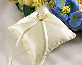 Ivory ring pillow Bridal ring pillow Wedding ring pillow Ring bearer pillow Wedding ring cushion Satin ring pillow Ivory ring bearer