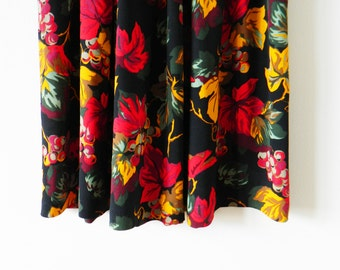 "Vintage Grapevine Floral Midi Skirt / Vintage Black Floral Skirt / High Waisted Floral Skirt / 31"" Waist"