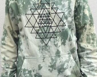 sri-yantra-batik-tie-dye-hoodie-sweatshirt-psychedelic-clothing-sacred-geometry-heilige-geometrie-pullover-goa-klamotten-kleidung