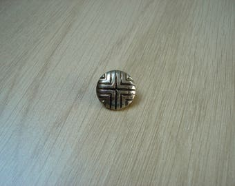 tail curved patterned metal button