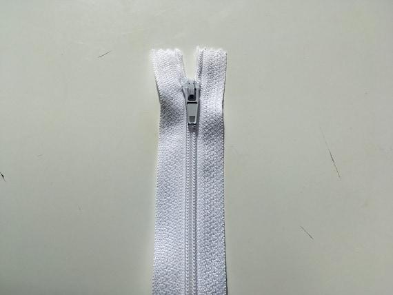 Nylon coil zipper, 40cm (16»), white