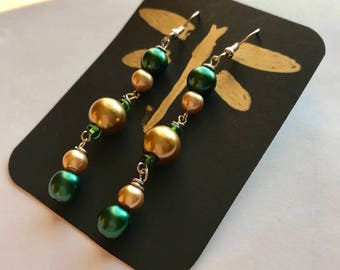 Green And Gold Dangle Earrings, Green Gold Beaded Dangle Earrings, Green Gold Earrings, Gold Green Earrings, Dangle Earrings, Beaded Earring
