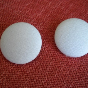 4 four-White   Fabric  Covered Buttons-32mm