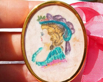 Lovely Vintage French Woman Portrait Oval Brooch - Handmade Paint On Silk Fabric Background - Signed UHLIG - Women Fashion