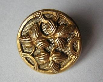 """Beautiful little antique button, foliage, ivy, gilt , brass, 0.50"""""""