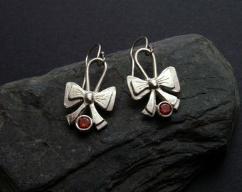 Silver bow earrings, bow earrings with cubic zirconnia, PMC jewelry, jewelry with bow, silver jewelry, small handmade earrings, silver bow