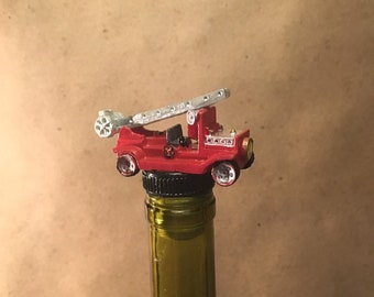 Firetruck Wine Stopper, Fireman Bottle Stopper, Fireman Wine Gift, Fireman Drinking Gift, FireTruck Wine, Fire Gift, Firefighter, Foretruck