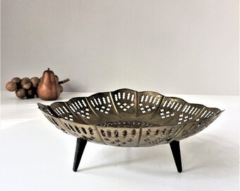 Vintage Pierced Brass Bowl, Footed Brass Dish, Tripod Fruit Bowl, Mid Century Global, Quatrefoil Lattice Filigree, Moroccan Moorish Design