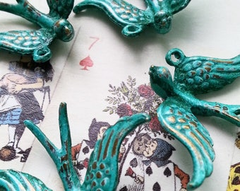 Handpainted Verdigris Patina 3D Flying Bird metal charms (18010) - 31x22x6mm