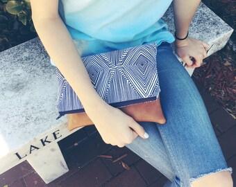Folding zipper clutch