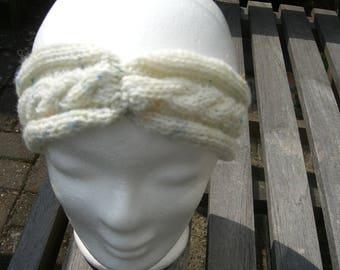 Pretty headband with braid pattern