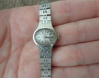 "Ladies Vintage Seiko Wind Up Watch w/ Oval Case and Silver Tone Band, 6 3/4"", Running"