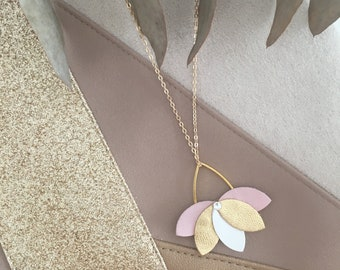 Rose gold, White Leather Flower necklace, elegant and chic bohemian trend feminine