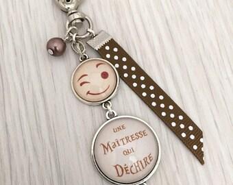 porte-clés bijou de sac a message personnalisé une maîtresse qui déchire beige.REF.34