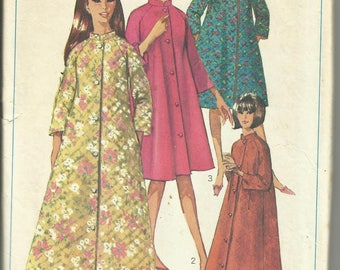 Vintage 1967 SIMPLICITY Pattern 7362 COMPLETE - Simple-to-Sew Robe in Two Length and Neck Treatments - Size 14 Miss