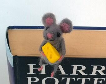 Felt miniature mouse bookmark with cheese Unique bookmark Animal miniature Funny gift idea Comical idea Book lovers figurine bookmark