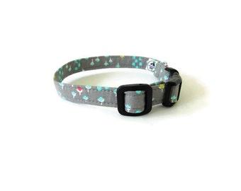 Grey floral collar, gray petal collar, Light grey wedding dog collar, Floral cat neck wear