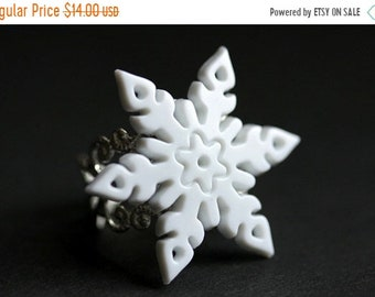 SUMMER SALE Snowflake Ring. White Snowflake Christmas Ring. Snow Flake Ring. Silver Adjustable Ring. Holiday Jewelry. Handmade Jewelry.