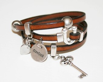 Bracelet 3 laps leather 5mm Horseshoe clasp, loops and charms