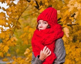 Super Chunky Knit - Woolen accessories set. Big knit hat & her plaited scarf. Chunky scarf, big hat - warm winter accessories. Trendy wool
