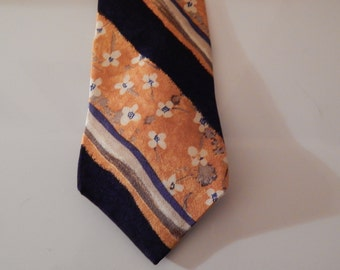 Bill Blass . Silk Designer Tie . Excellent!