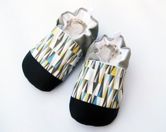 Classic Vegan Triangle Gray / Non-slip Soft Sole Shoes / Made to Order / Babies Toddlers Preschool