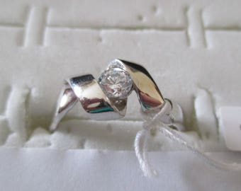 Ring in 925 Silver or gold plated, with a small white zirconia