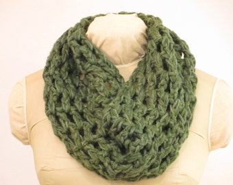 "Chunky Wool Crochet Cowl - Natural Dye Wool Yarn - Eco Fashion - - Local Color - WM121610 - 8""x30"" (25x76cm)"