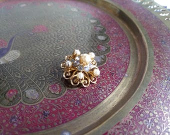 Small 1950's Coro pearl and rhinestone brooch scatter pin