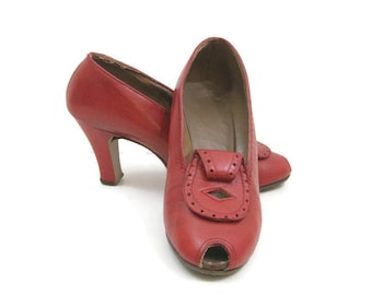 Vintage 30s 40s Shoes Red Leather Peep Toe Scroll Pumps 7.5