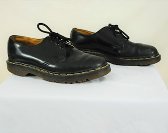 Women's Size 8, DOC MARTENS Lace Up Brogues  | Vintage Made in ENGLAND