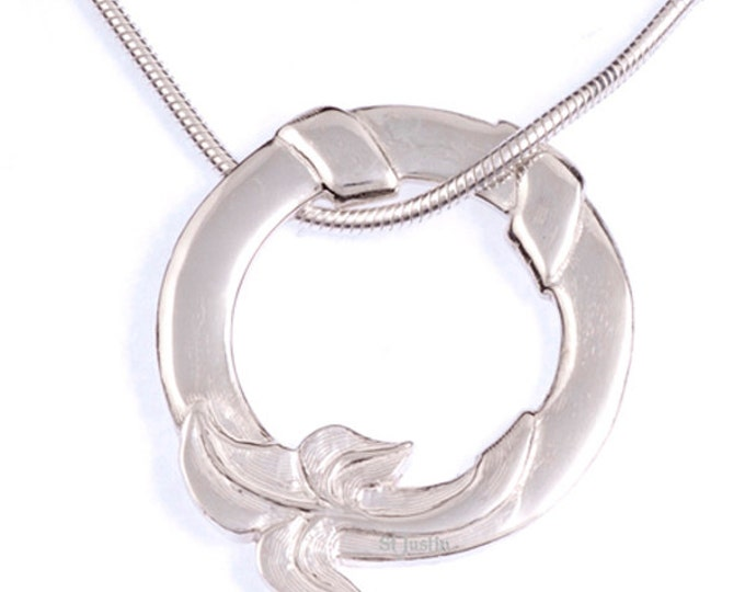 925 Sterling Silver round ivy leaf pendant  -Hand Made in UK