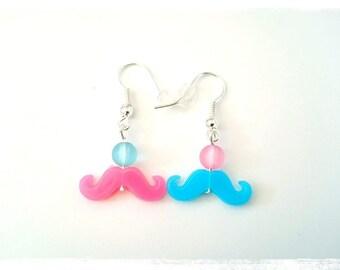 Boucles d'oreilles pendantes fantaisie prix mini bicolores perles moustaches rose bleu pastel