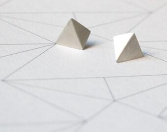 Geometric Silver stud earrings Pyramid post earrings Pointy earrings Faceted earrings