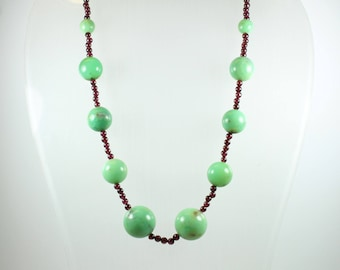 Art Deco Style (1920-1935) Sterling Silver Gold Plate Garnet and Chrysoprase Graduated Beaded Necklace