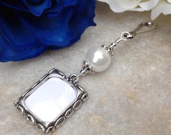 Wedding bouquet photo charm. Memorial small picture frame charm with white pearl. Bridal shower gift. Sister gift. Gift for a bride.