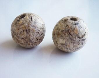set of 2 wood beads organic 13mm