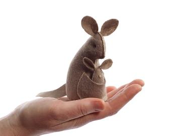 Kangaroo PDF Pattern, felt kangaroo, DIY sewing kit, beginner sewing, hand-stitching, Kangaroo ornament, crafts for kids, plush Kangaroo