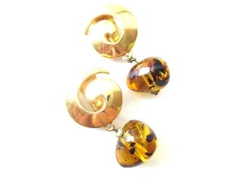 Pair of Unmarked Gold Tone Swirl / Swirly Faux Tortoise Shell Resin Bead Dangle Clip On Earrings